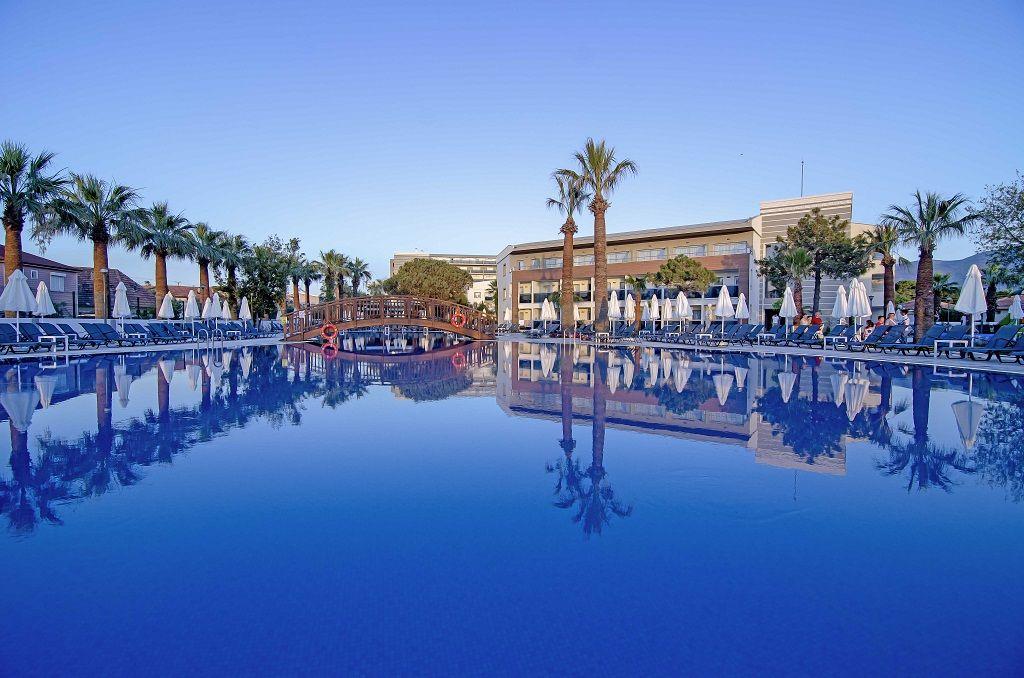хотел Palm Wings Beach Resort 5*, автобус 7 нощувки 24h ALL от 480лв.